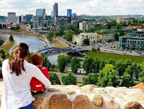 Mutter mit Kind - Vilnius Aussicht