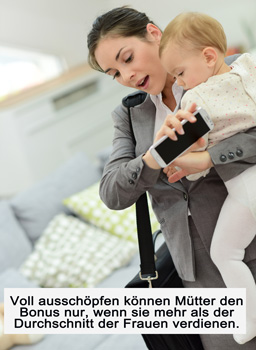 Mutter mit Baby in Eile